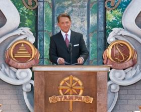 David Miscavige, der Vorsitzende des Vorstands Religious Technology Center und kirchliches Oberhaupt der Scientology Religion, weihte anlässlich des Jahrs des 100. Geburtstags des Gründers, L. Ron Hubbard, die neue Scientology Kirche Tampa ein.