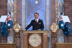 David Miscavige, der Vorsitzende des Vorstands Religious Technology Center und kirchliches Oberhaupt der Scientology Religion, weihte die neue Scientology Kirche Melbourne ein.