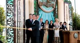 David Miscavige nahm die Einweihung der Scientology Kirche und Celebrity Centre Nashville vor. Ihm standen Führungskräfte und spezielle Gäste zur Seite, um die Türen der Scientology Kirche und Celebrity Centre Nashville offiziell für jedermann zu öffnen.