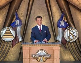 David Miscavige, kirchliches Oberhaupt der Scientology Religion, leitete die Veranstaltung zur Einweihung der Scientology Kirche Dallas an. Er sagte, dass der Traum von Texas von spiritueller Freiheit verwirklicht würde.