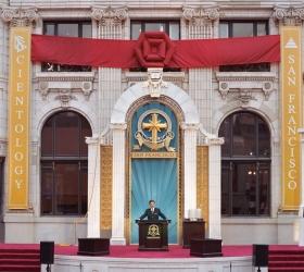 David Miscavige weihte das restaurierte historische Transamerica-Gebäude, ein Wahrzeichen der Stadt im Herzen des Zentrums von San Francisco, für eine neue Ära spiritueller Aktivität ein.